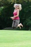 szczęśliwej latach 50 radości lady jumping zdjęcie royalty free