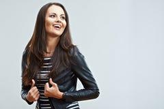 Szczęśliwej młodej kobiety odosobniony portret Uśmiechnięty emocjonalny dziewczyny pos Zdjęcia Stock