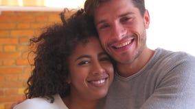 szczęśliwej pary mieszana rasa zbiory