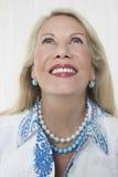Szczęśliwej Starszej kobiety Przyglądający Up Obraz Royalty Free