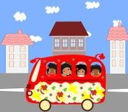 Szczęśliwi Afrykańscy dzieci iść autobus szkolny Zdjęcia Royalty Free