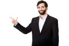 Szczęśliwi biznesmenów punkty lewica obrazy stock