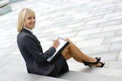 szczęśliwi bizneswomanów potomstwa Zdjęcia Stock