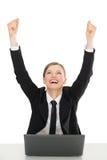 Szczęśliwi bizneswomany z laptopem, ręki up Obrazy Royalty Free