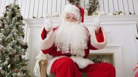 Szczęśliwi boże narodzenia Święty Mikołaj pokazuje aprobaty zbiory