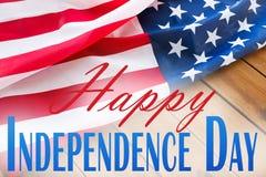 Szczęśliwi dni niepodległości słowa nad flaga amerykańską zdjęcia stock