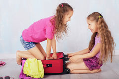 Szczęśliwi dzieci iść morze Obraz Royalty Free