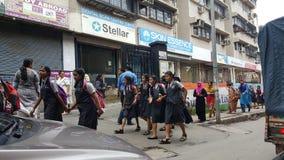 Szczęśliwi dzieci iść szkoła w India Fotografia Royalty Free