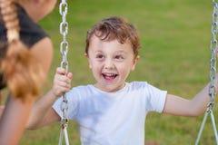 Szczęśliwi dzieci palying na boisku Zdjęcie Royalty Free