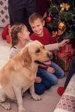 Szczęśliwi dzieci przygotowywa dla nowego roku Fotografia Royalty Free