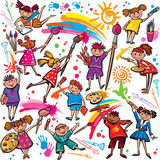 Szczęśliwi dzieci rysuje z muśnięciem i kredkami Fotografia Royalty Free