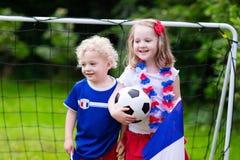 Szczęśliwi dzieciaki, Francuscy futbolowi zwolennicy Zdjęcia Royalty Free