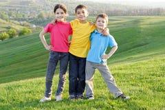Szczęśliwi dzieciaki na zboczu Obraz Stock