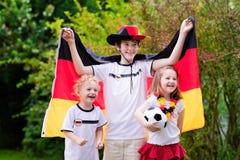 Szczęśliwi dzieciaki, Niemieccy futbolowi zwolennicy Obrazy Stock