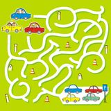 Szczęśliwi dzieciaki przy samochodami, gra dla dzieci, labitynt royalty ilustracja