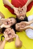 szczęśliwi grup nastolatki Zdjęcia Royalty Free