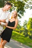 szczęśliwi i par młodych zdjęcie stock