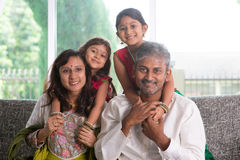 Szczęśliwi indianów rodzice, dzieci i Obraz Royalty Free