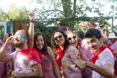 Szczęśliwi ludzie podczas Haro wina festiwalu (Batalla Del Vino) obraz royalty free