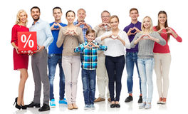 Szczęśliwi ludzie z odsetka znakiem pokazuje serce obrazy stock