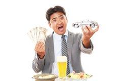 Szczęśliwi mężczyzna łasowania posiłki obraz royalty free