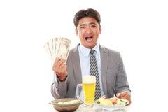 Szczęśliwi mężczyzna łasowania posiłki zdjęcia royalty free