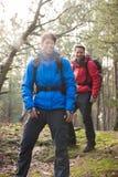 Szczęśliwi męscy wycieczkowicze patrzeje daleko od w lesie Obraz Royalty Free