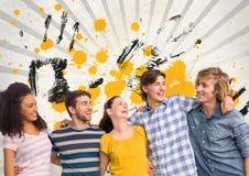 Szczęśliwi młodzi ucznie stoi przeciw popielatemu, kolorowi żółtemu i czerni, splattered tło zdjęcie stock