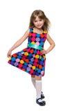 Szczęśliwi mała dziewczynka stojaki przeciw bielowi Obraz Stock