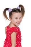 Szczęśliwi małych dziewczynek spojrzenia z powrotem Zdjęcia Royalty Free