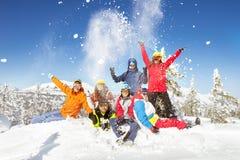 Szczęśliwi narciarek i snowboarders zimy wakacje Obrazy Stock