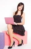 szczęśliwi netbook menchii kobiety potomstwa fotografia royalty free