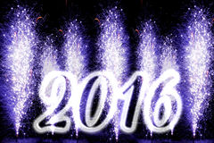 Szczęśliwi 2016 nowego roku purpurowi fajerwerki Fotografia Stock