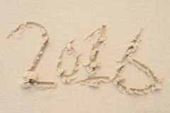Szczęśliwi nowy rok 2016 na piaska tła teksturze Plażowy backg Zdjęcia Stock