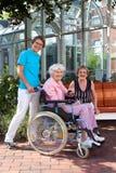 Szczęśliwi opiekuny i Starszy portret zdjęcia royalty free