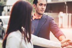 Szczęśliwi pracownicy łączy rękę dla drużynowego ducha wpólnie Obrazy Stock