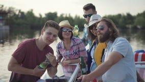 Szczęśliwi przyjaciele świętuje dzień niepodległości zbiory wideo