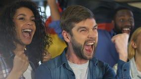 Szczęśliwi przyjaciele z niemiec zaznaczają odświętność cel krajowa drużyna futbolowa, dopasowanie zdjęcie wideo