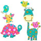 Szczęśliwi ptaki i żyrafa Zdjęcie Royalty Free