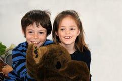 szczęśliwi rodzeństwa Fotografia Royalty Free