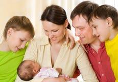 Szczęśliwi rodzice i dzieci obrazy royalty free