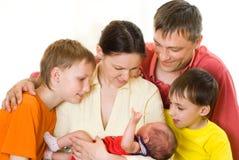 Szczęśliwi rodzice i dzieci zdjęcia stock