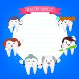 Szczęśliwi rodzinni zęby ustawiający Fotografia Royalty Free