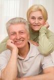 Szczęśliwi szczęśliwi mężczyzna i kobiety wpólnie Zdjęcia Royalty Free