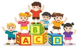 Szczęśliwi szkoła dzieciaki z abecadło blokami royalty ilustracja
