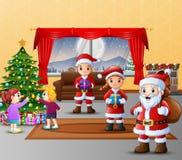 Szczęśliwi trzy Santa Claus z dzieciakami dekoruje choinki ilustracja wektor