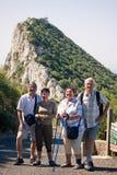 Szczęśliwi turyści na skale Gibraltar zdjęcie royalty free