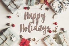 Szczęśliwi wakacje teksty, sezonowy powitanie karty znak bożego narodzenia fla fotografia royalty free