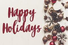 Szczęśliwi wakacje teksty, sezonowy powitanie karty znak nowożytny orname zdjęcia royalty free