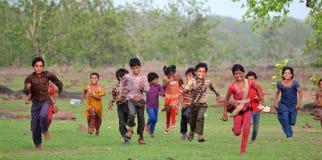 Szczęśliwi wiejscy hindusów dzieciaki zdjęcie royalty free